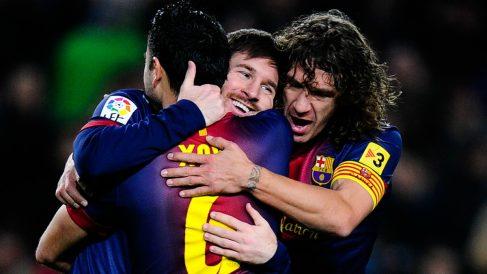 Xavi, Puyol y Messi celebran un gol del Barcelona. (Getty)