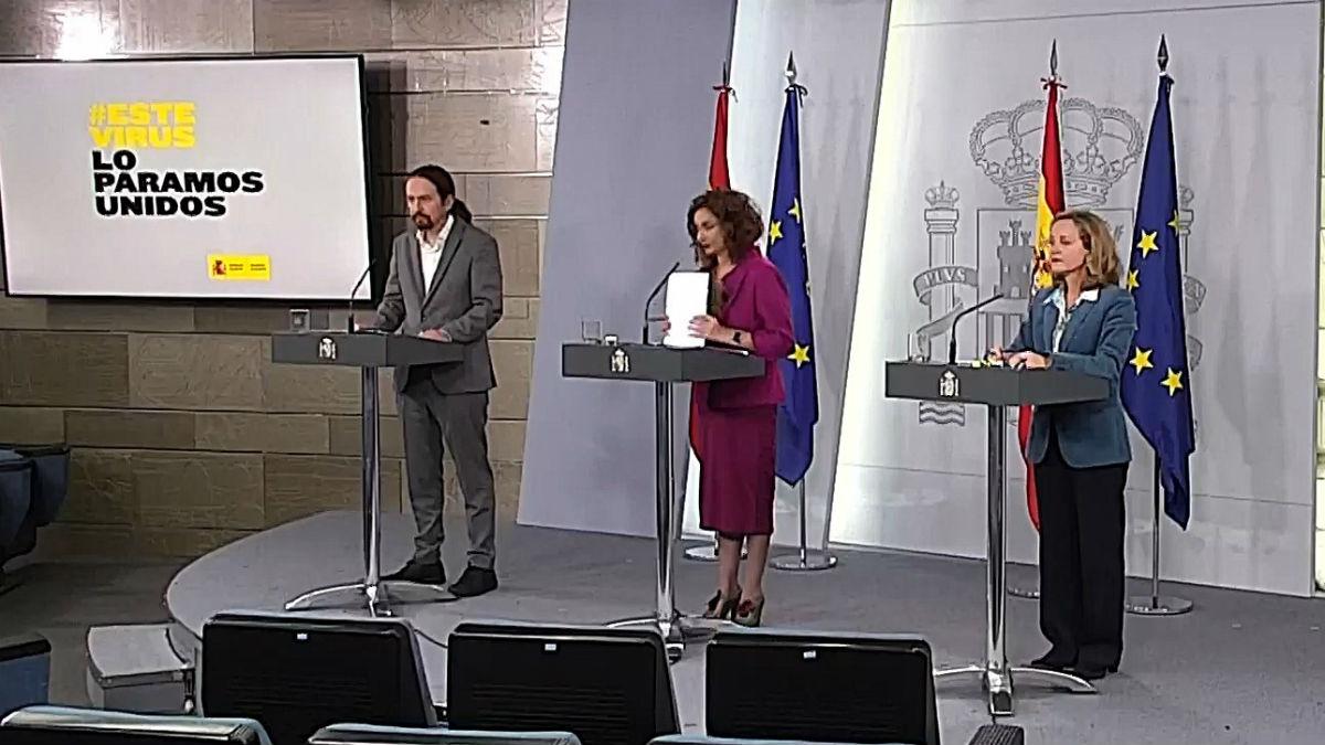 Pablo Iglesias y Nadia Calvino junto a María Jesús Montero.