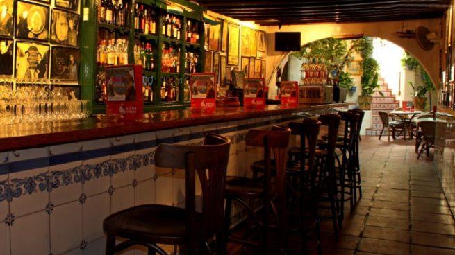 Cuando hablamos del El Pimpi, la bodega más típica de Málaga, lo hacemos de un lugar con historia.