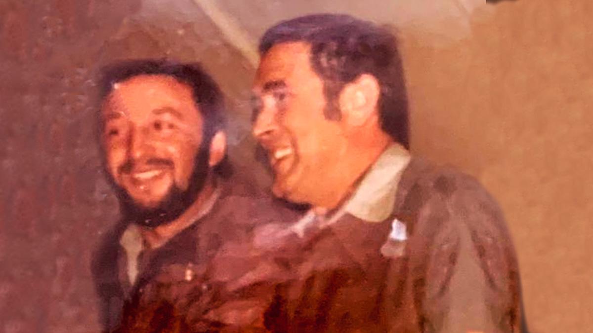 A la derecha Jesús Vélez cuando era comandante en plena creación del GAR.