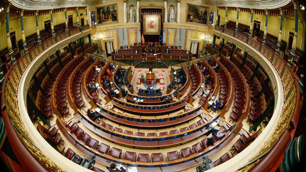 Hemiciclo del Congreso casi vacío durante el debate del estado de alarma. (Foto: Congreso)
