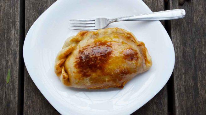 Empanada casera de maíz, beicon y champiñones