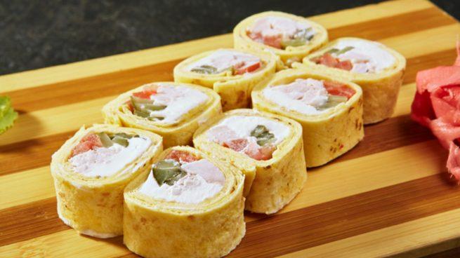 Receta de rollitos de tortilla con pimientos y queso