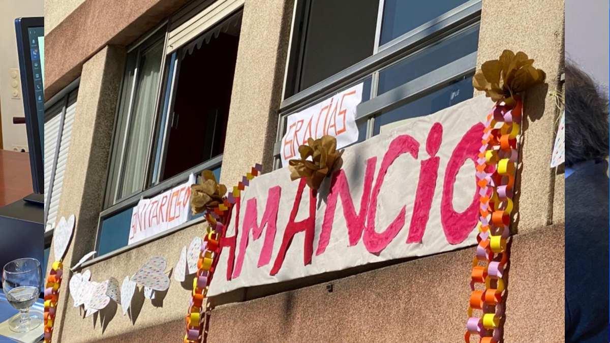 Homenaje a Amancio Ortega en un balcón. Foto: EP