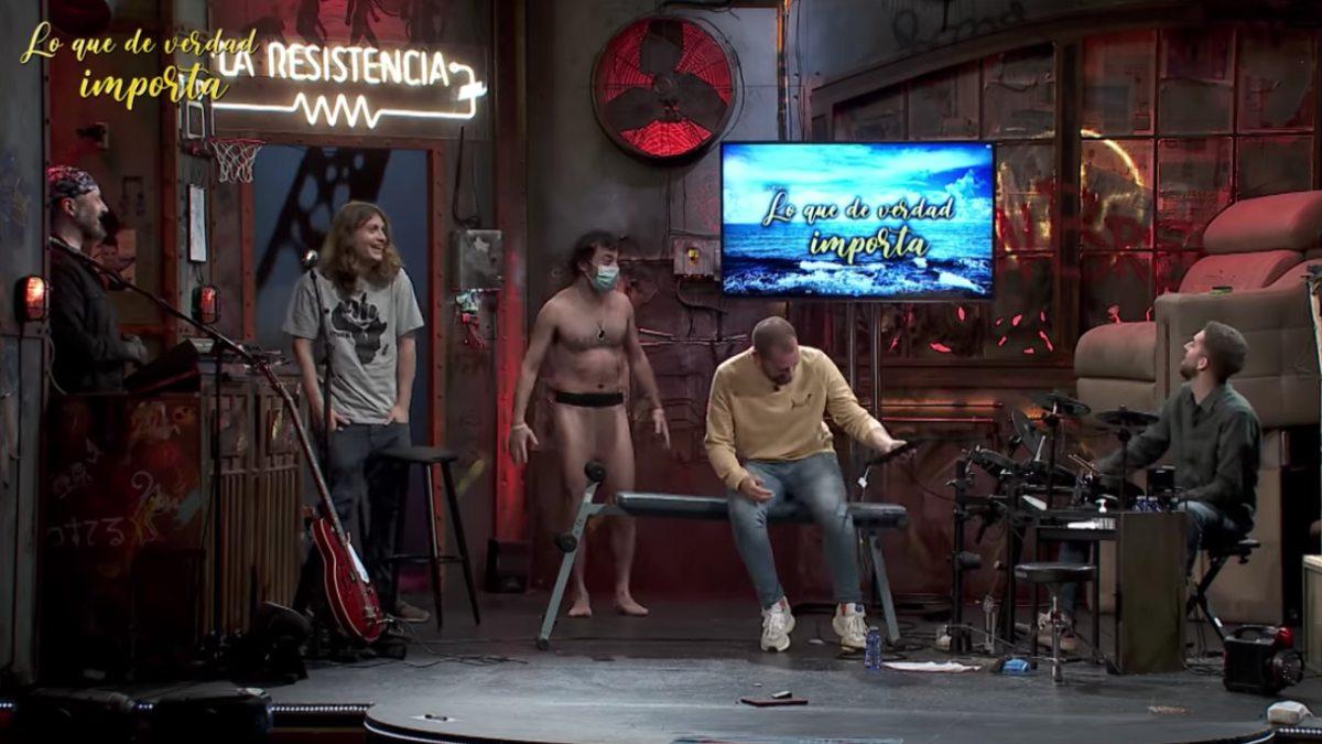 El hombre desnudo del futuro vuelve a 'La Resistencia' para avisar de una pandemia