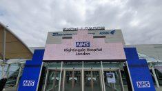 Entrada principal del hopspital de campaña levantado en Londres