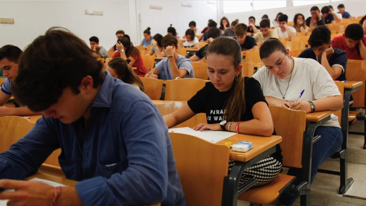 Imagen de archivo de los exámenes de selectividad. (Foto: EP)