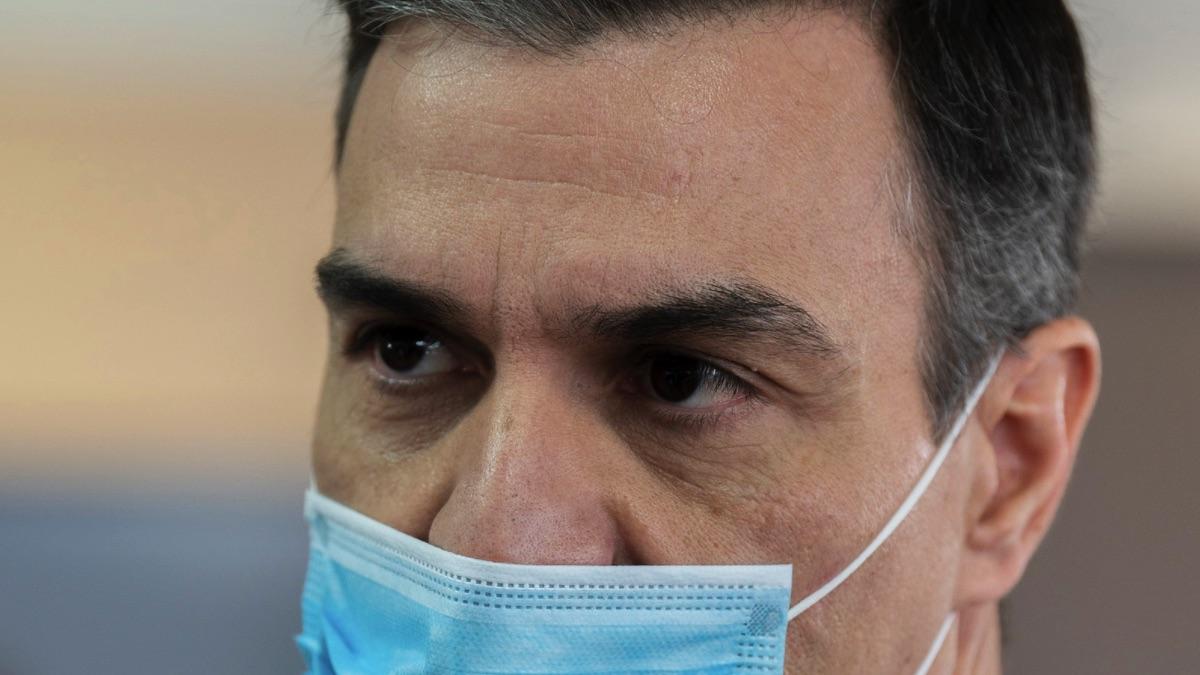 Pedro Sánchez con mascarilla. (Foto: Moncloa)