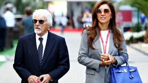 Bernie Ecclestone y Fabiana Flosi durante un Gran Premio de Fórmula 1. (Getty)