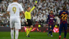 Mateu Lahoz, en el último Clásico. (AFP)