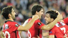 San José y Beñat celebran un gol con Raúl García.