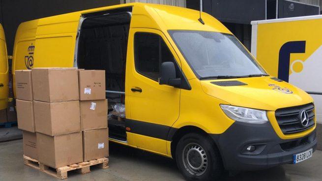 Correos entrega respiradores y distribuye cerca de un millón de mascarillas a los transportistas