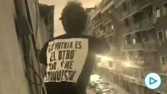 El vídeo viral de Iago Moreno en el que carga contra sus vecinos por participar en la cacerolada contra el el Gobierno: «¡Sois gente de la más baja ralea moral!».