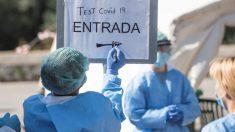 Sanitarios baleares organizando un puesto de test de coronavirus.
