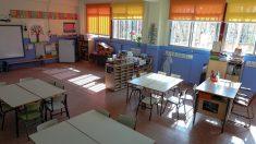 Aula vacía tras la suspensión de la actividad docente presencial por la pandemia. – Jesús Hellín – Europa Press