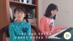 Hijos de sanitarios de Córdoba y Andújar cantan '¡Los héroes llevan bata!'.