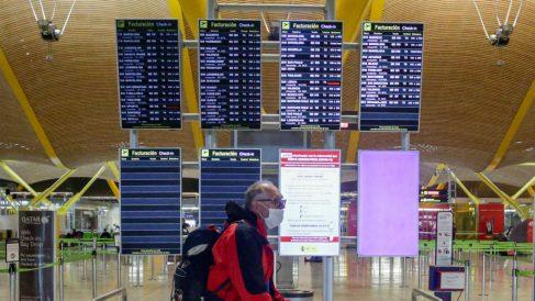 Paneles del aeropuerto de Madrid-Barajas Adolfo Suárez. (Foto: EP)