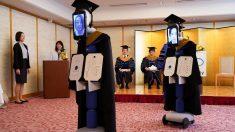Graduación con robots en Japón