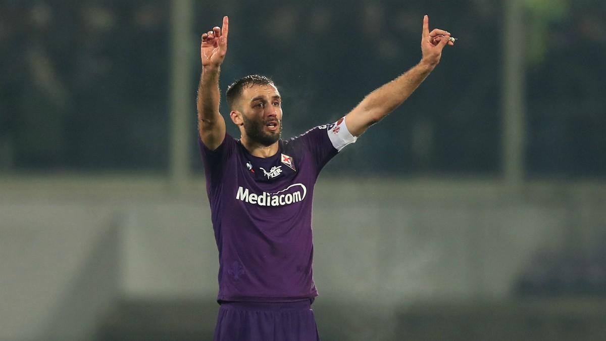 Germán Pezzella, durante un partido con la Fiorentina. (Getty)
