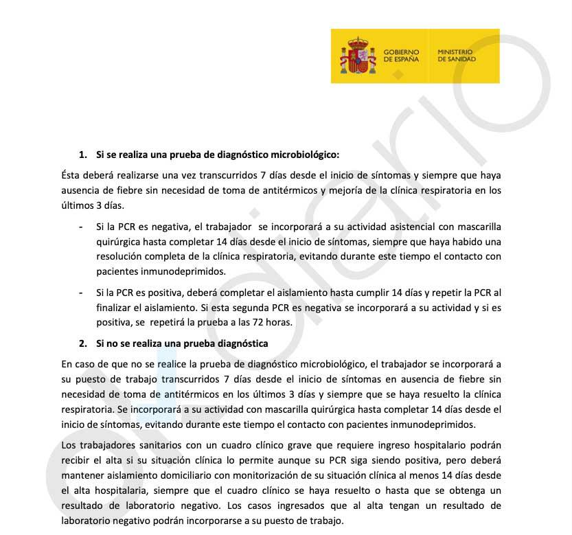 Sánchez lanza a los sanitarios con síntomas a una ratonera: les obliga a volver con mascarillas de baja protección