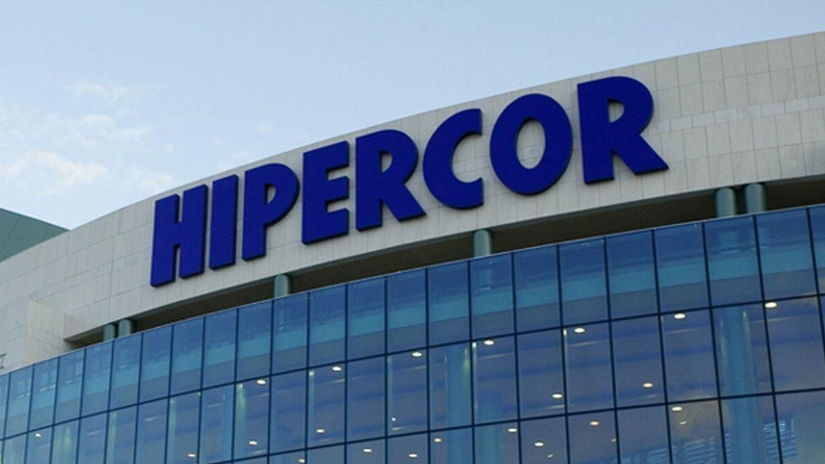 El Hipercor en el que atentó ETA en Barcelona en 1987 excluye al español y sólo rotula en catalán.