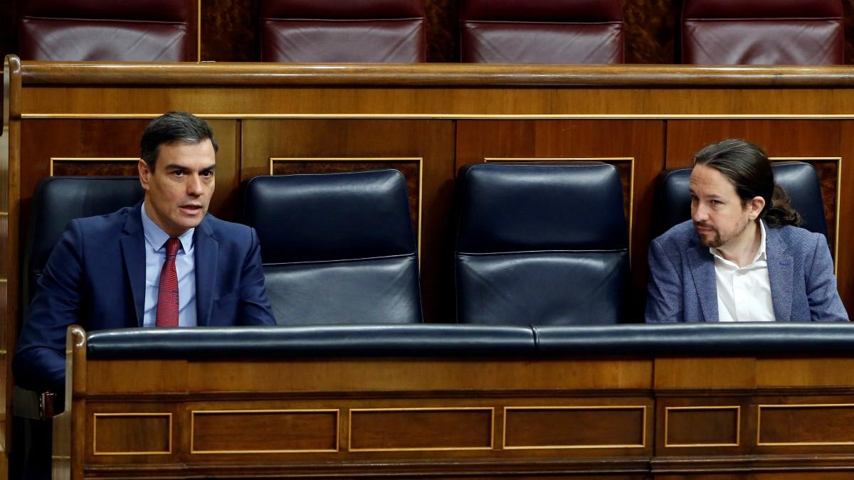 Pedro Sánchez y Pablo Iglesias en el Congreso. (Foto: Pool)