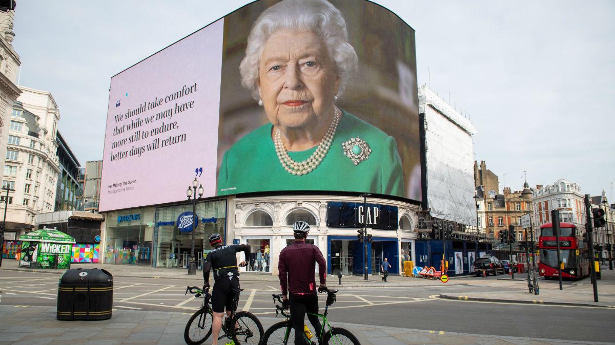 La imagen de la reina Isabel de Inglaterra, en Piccadilly Circus.