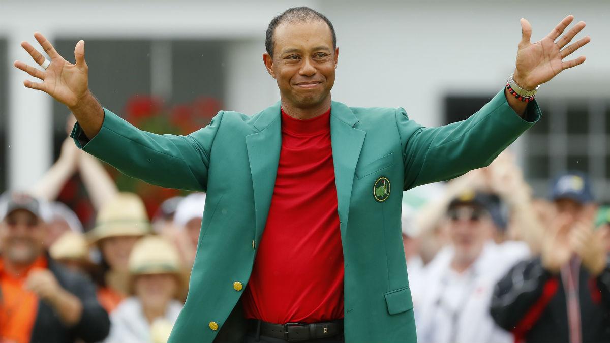 Tiger Woods, con la chaqueta verde de ganador del Masters de Augusta 2019. (AFP)