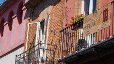 Un balcón con el mensaje #yomequedoencasa. Foto: EP