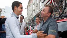 Alberto Contador y Johan Bruyneel. (AFP)