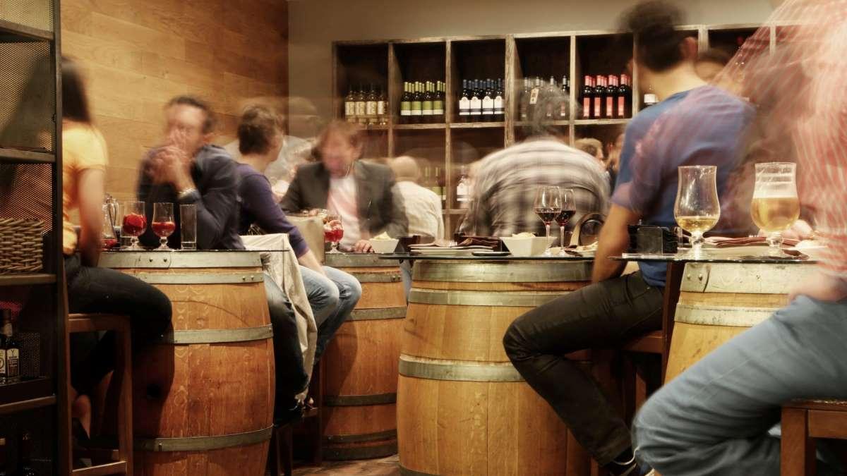 La patronal de hostelería anticipa: la Justicia reabrirá los bares de toda España como en País Vasco