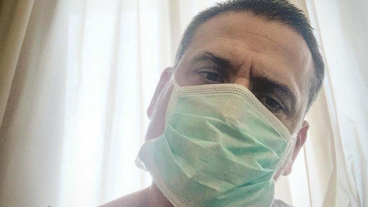 Palop, en el hospital con la mascarilla.