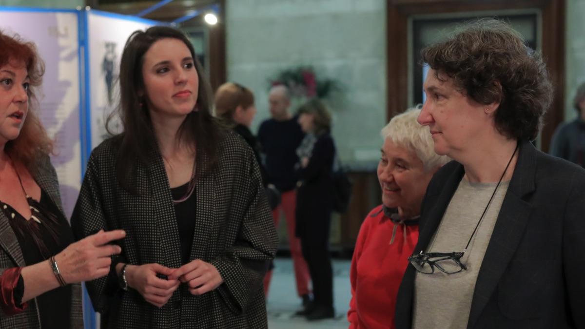 La directora del Instituto de la Mujer, Beatriz Gimeno (derecha), y la ministra de Igualdad, Irene Montero. (Foto: EP)
