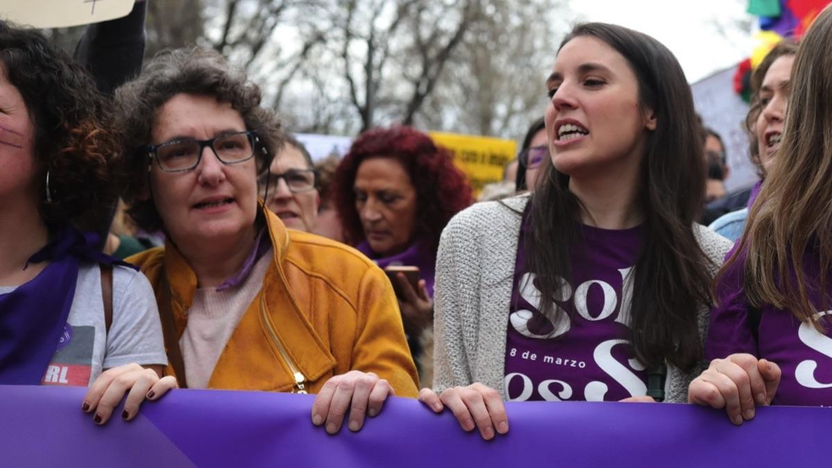 La directora del Instituto de las Mujeres, Beatriz Gimeno, y la ministra de Igualdad, Irene Montero. (Foto: EP)