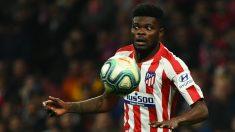 Thomas Partey durante un partido con el Atlético. (AFP)