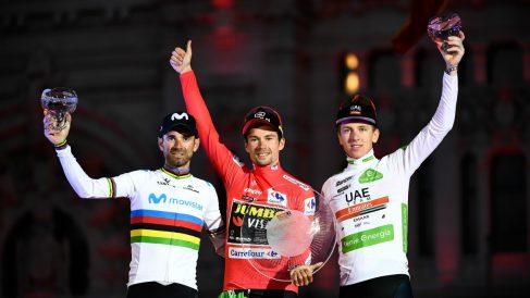 Valverde, Roglic y Pogacar en el podio de la Vuelta 2019. (AFP)