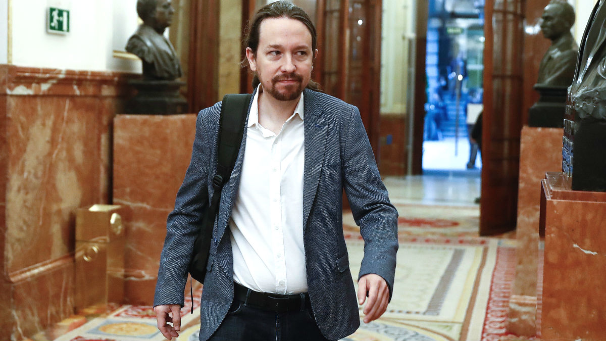 El vicepresidente segundo del Gobierno, Pablo Iglesias, en los pasillos del Congreso de los Diputados. (Foto: Europa Press)