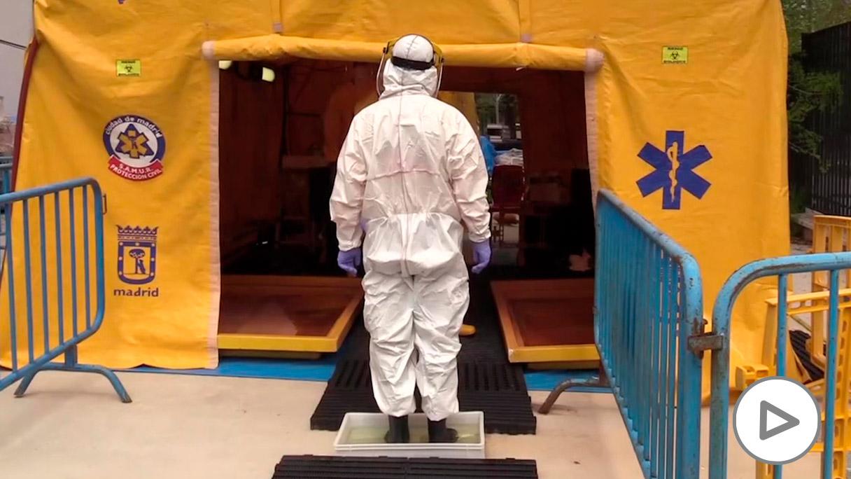 Descontaminación del personal de SAMUR.