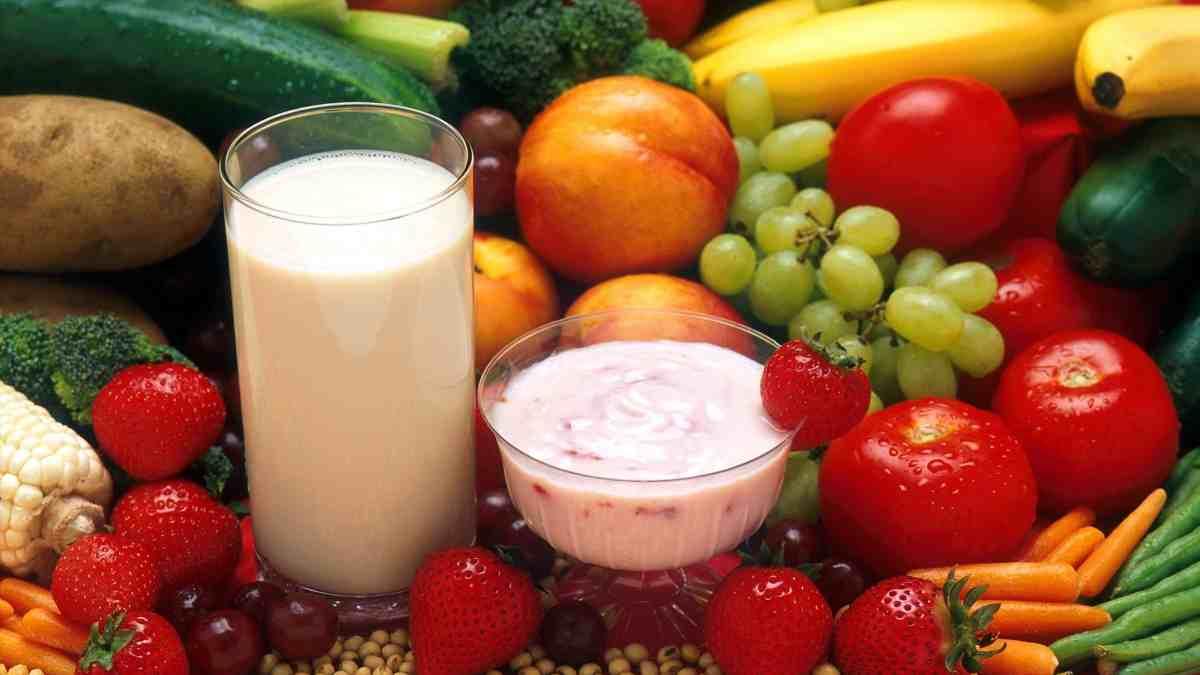 Cenar solo una fruta o un vaso de leche