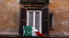 Una bandera de Italia en una ventana – Cecilia Fabiano/LaPresse via ZUM / DPA