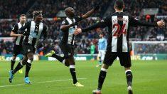 Los jugadores del Newcastle celebran un gol. (Getty)