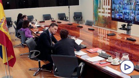 Pedro Sánchez durante la reunión con los presidentes autonómicos.