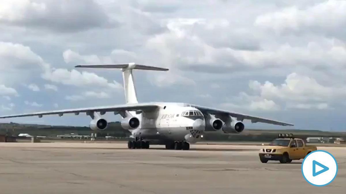 Avión con material sanitario aterrizando en Torrejón.