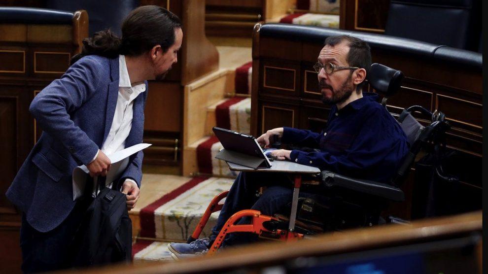 Pablo Iglesias y Pablo Echenique en el Congreso. (Foto: Pool)