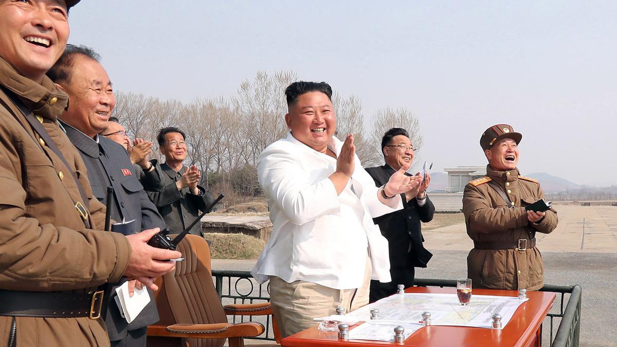 El dictador coreano Kim Jong-un durante unas maniobras militares. Foto: EP