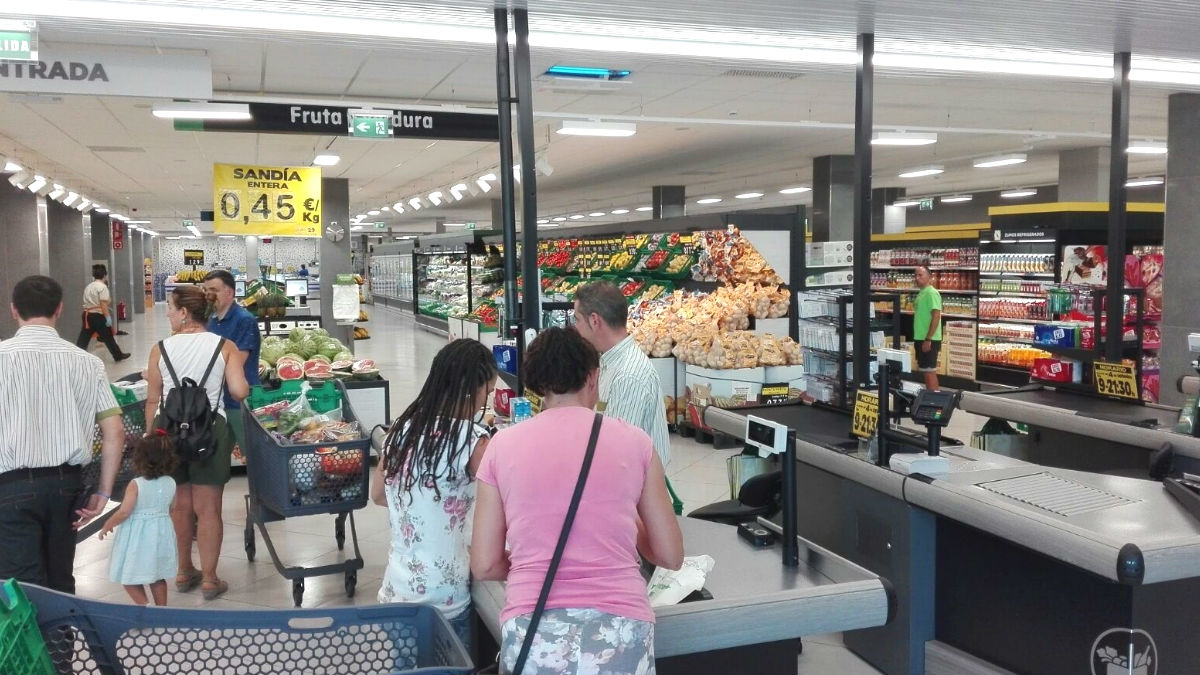 Carrefour no se suma al toque de queda a las 20h en Castilla y León pero Mercadona sí varía su horario