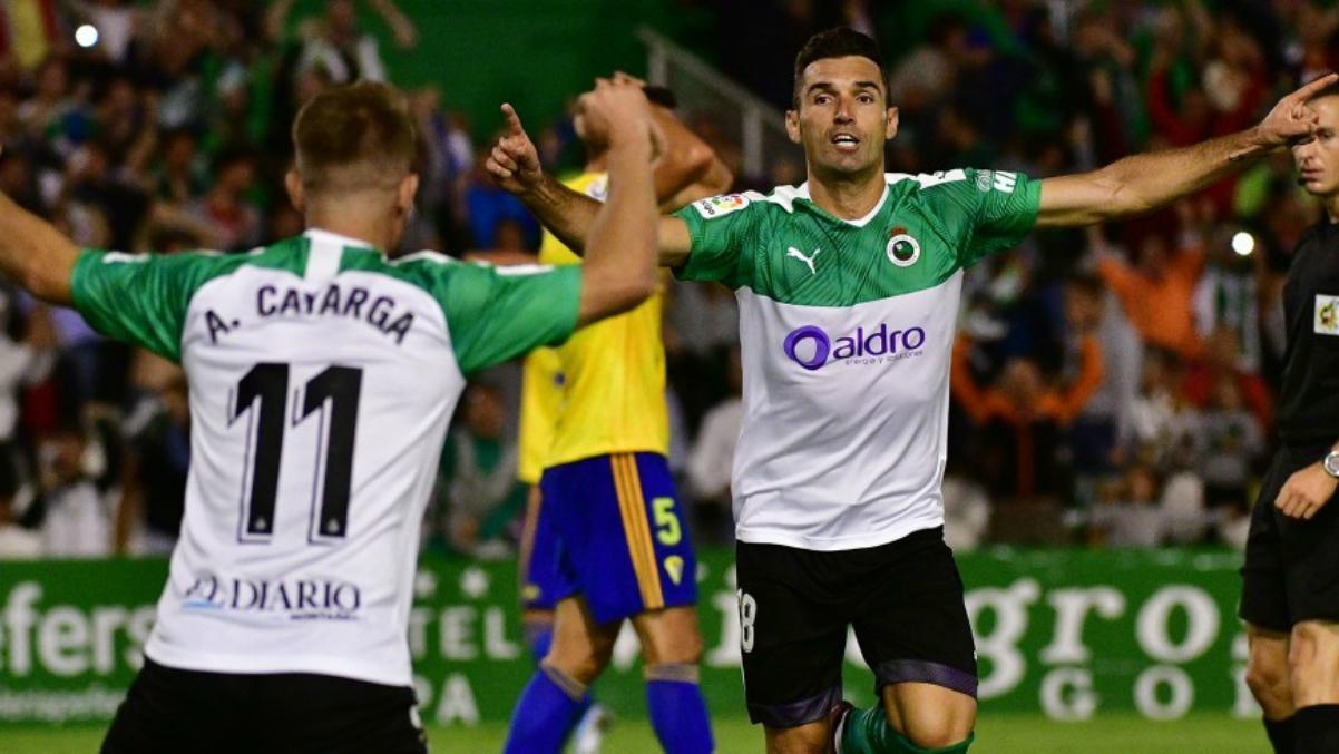 Barral, celebrando un gol con el Racing.