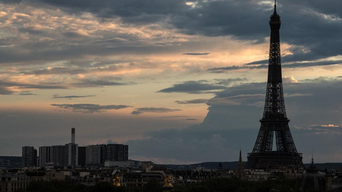 Fotografía de la Torre Eiffel tomada el 14 de abril, el 32º día de confinamiento en Francia por el coronavirus. Foto: AFP