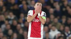 Dusan Tadic se lamenta durante un partido del Ajax. (Getty)
