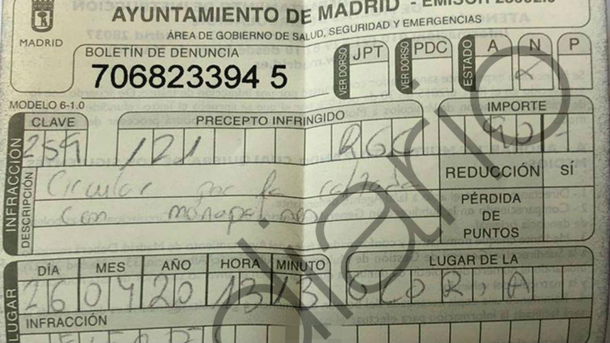 La sanción impuesta esta mañana a un padre por la Policía Local de Madrid por ir en monopatín junto a su hijo.